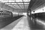 Leerer Bahnsteig Mumbai/Bombay