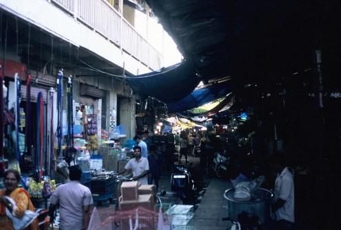 Seitenstraße in hinterer Ecke im Crawford Market, Mumbai