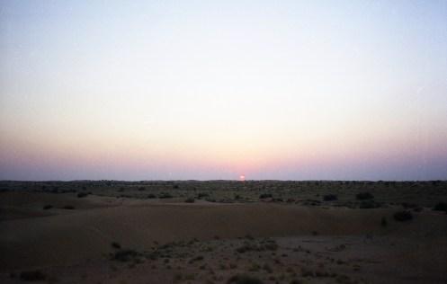 Sonnenuntergang in der Wüste in Rajasthan - India 2006 Fuji Superia 200