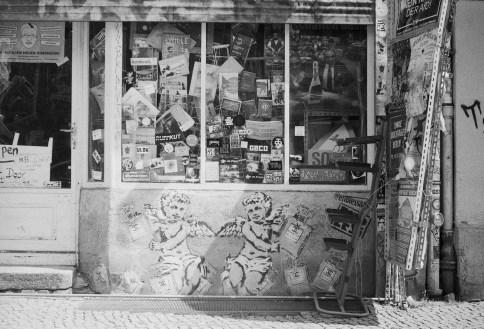 Schwarzweiße Wände und Spiegelungen - Berlin - 4