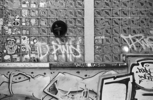 Schwarzweiße Wände und Spiegelungen - Berlin - 5