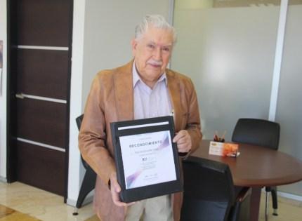 Recibe Magistrado Raúl de la Huerta reconocimiento en la CDMX por su intervención en Mesa Redonda sobreLa Justicia Constitucional en el Centenario
