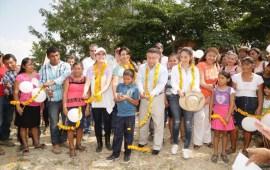 Gobierno de la República beneficia a familias de la huasteca veracruzana.