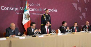 El secretario de SHCP, José Antonio González, acompañó al presidente Enrique Peña Nieto, a la sesión de trabajo con integrantes del CMN