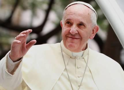 El Papa Francisco «excomulga», a las ideologías políticas…