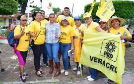 Al recorrido de Maricela TRONCO entregando propuestas nada lo detiene