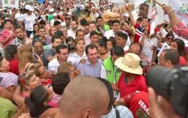 Yo quiero estar con el pueblo y hacer propias sus causas: Pepe