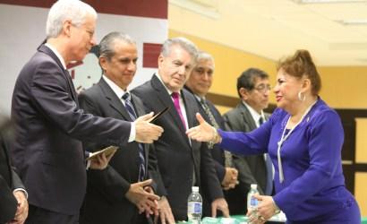 Recibe reconocimiento la Magistrada Yolanda Cecilia Castañeda