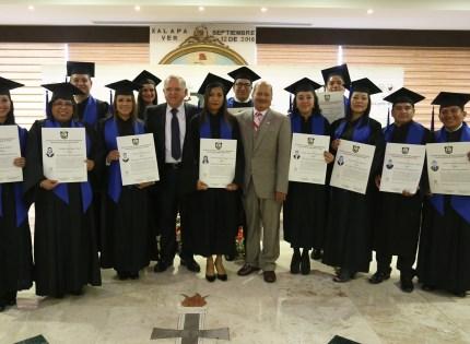 Entrega Magistrado Presidente Edel Álvarez, Actas de Grado a egresados de la Maestría en Derecho Judicial del IC