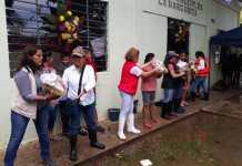 El alcalde de Catemaco Júlio Ortega, lleva apoyos a damnificados de la comunidad de las Margaritas