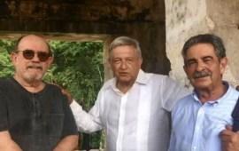 """El """"retiro"""" AMLO acompañado de Silvio Rodríguez y su trova"""