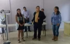 De gira Dip. Gómez Cazarín por los Tuxtlas, entregó equipo médico en Comunidad Los Pinos