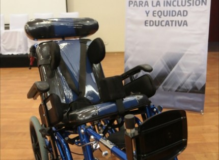 Entrega SEV sillas adaptadas para niñas y niños con discapacidad