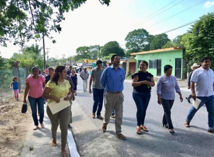 Escuelas no deben tener pendientes legales: León David