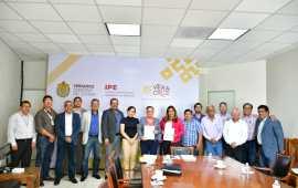 Firman IPE y Ayuntamiento de Moloacán convenio de Reconocimiento de Adeudo
