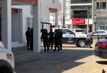 Se atrinchera Carranza con la ayuda de la policía municipal, para su sesión de cabildo