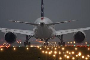 b787-dreamliner-krakow-runway-25
