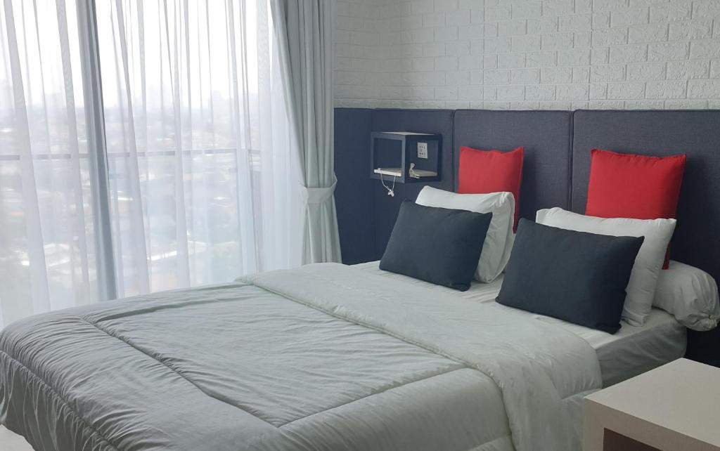 Apartment Comfy Studio Industrial Style In Mampang Jakarta Indonesia Booking Com