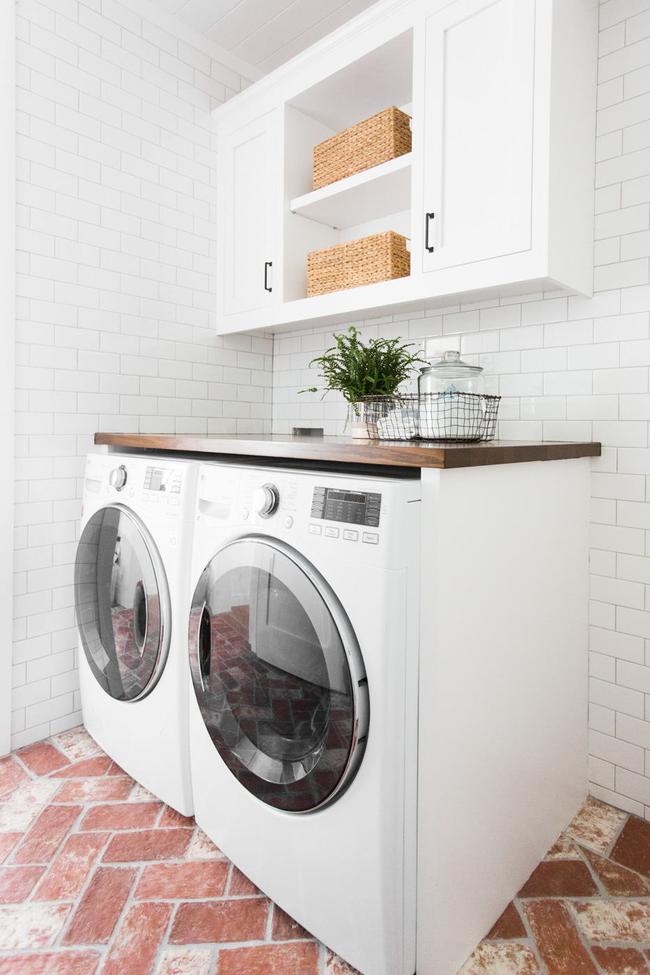 10+ Amazing Laundry Rooms - Classy Clutter on Amazing Laundry Rooms  id=69391