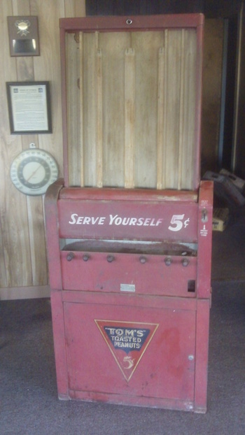 Old Toms Vending Machine Collectors Weekly