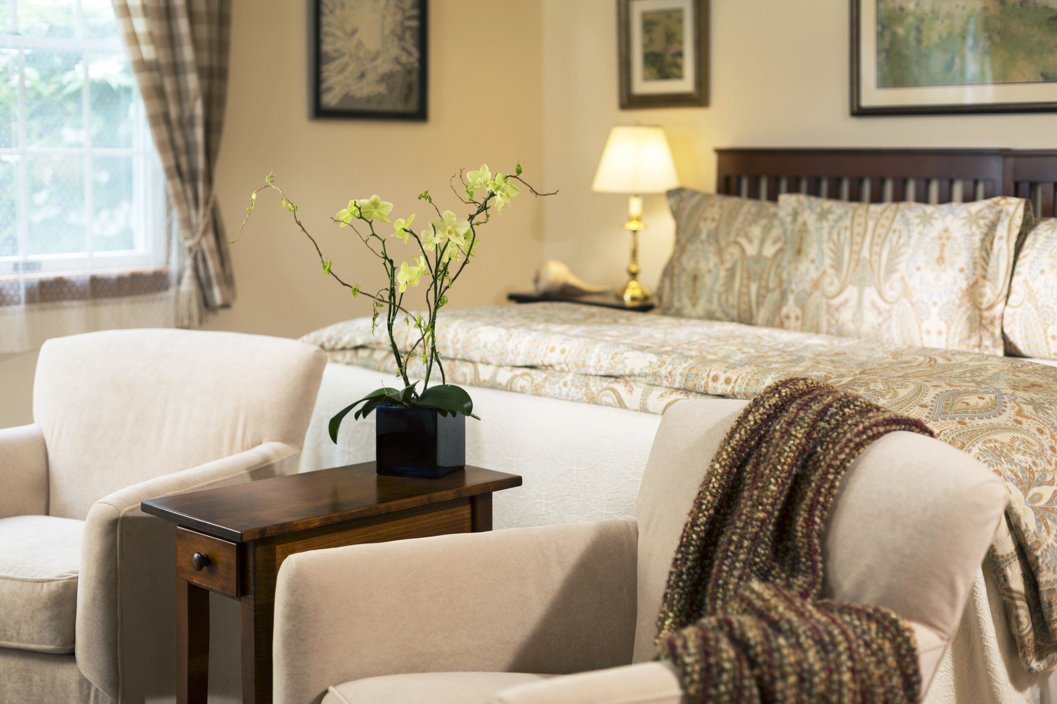 https bedding lovetoknow com about bedding what color bedding goes beige walls
