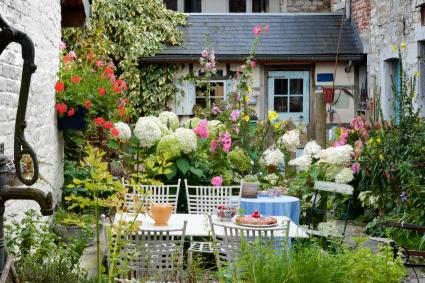 Garden Patio Design Ideas | LoveToKnow on Cottage Patio Ideas id=99354