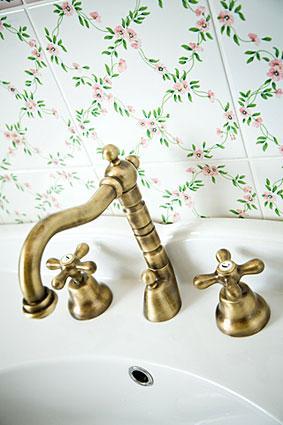used vintage bathroom fixtures | lovetoknow