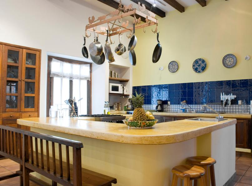 Colonial Kitchen Pictures   LoveToKnow Modern Colonial Kitchen
