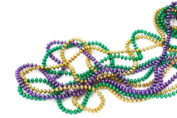 https://i1.wp.com/cf.ltkcdn.net/party/images/slide/105627-600x402-MardiGrasBeads.jpg
