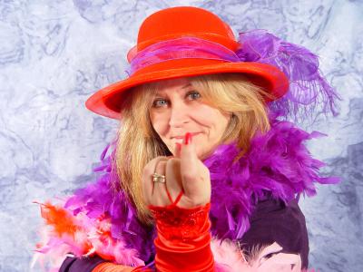 Risultato immagine per Quando sarò vecchia mi vestirò di viola con un cappello rosso
