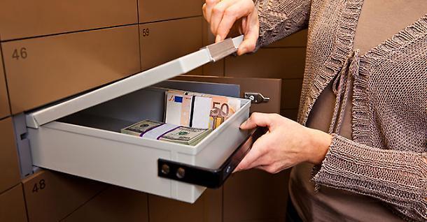 cassette di sicurezza e contanti