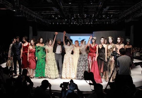 Huayi Fashion models for Vivienne Westwood at Shanghai Fashion Week.