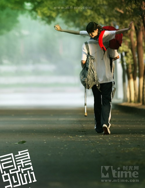 Just knowing that it's Lin Gengxin carrying Dongyu on his back.... love the mood that this theatrical poster gives