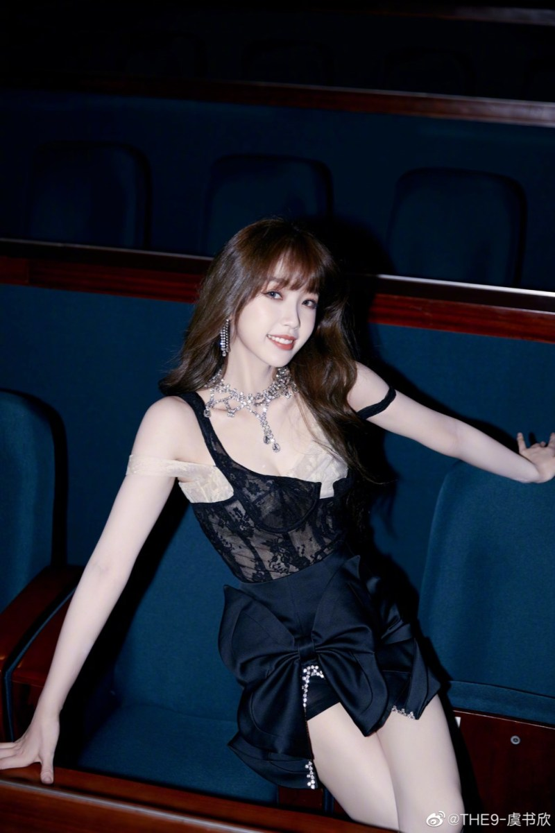 """This is my favorite stage look for THE9's Yu Shuxin by far.  The Natasha Zinko lace corset is perfect for the playful and more """"girly member"""" of the girl crush group."""