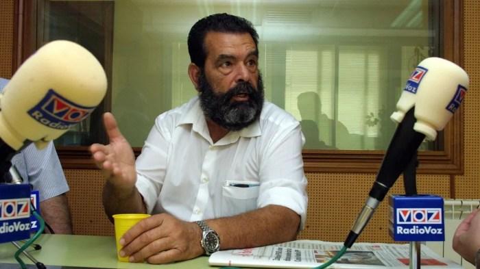 Miguel San Claudio Veloso, durante una charla en Radio Voz en el 2003