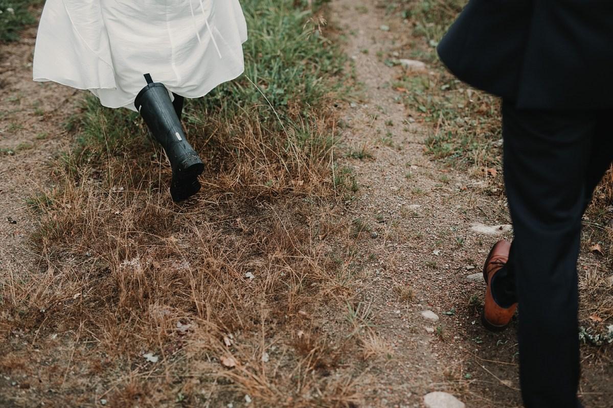 walking boots stövlar bohemiskt bröllop bröllopsfotograf västra götaland wedding photographer bohemian wedding