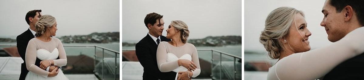 brollopsfotograf goteborg hjuvik wedding photographer Sweden stormy wedding by the sea wedding portraits