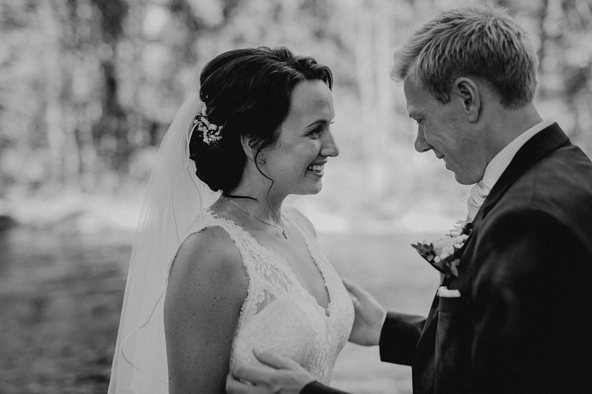 You are beautiful wedding couple bröllopspar bröllopsfotograf göteborg