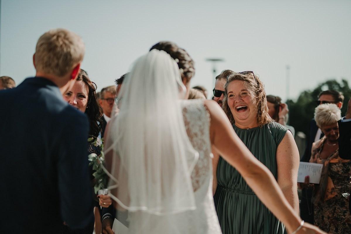 happiness glädje underbart sommarbröllop