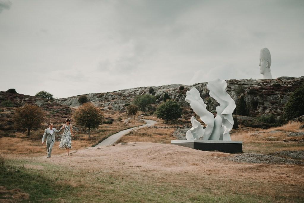 bröllopsfotograf Tjörn varmt bröllop i Pilane skulpturpark
