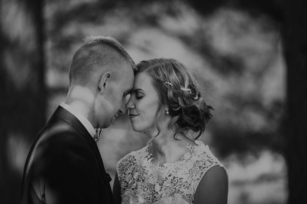 wedding portraits black and white wedding couple