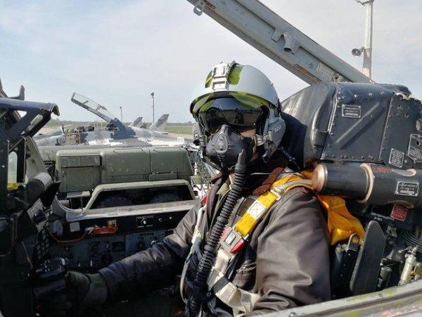 Украинские военные летчики тестируют французские летные ...