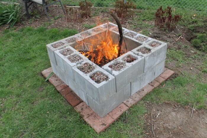 Creative fire pit ideas for small backyard with cozy seating area