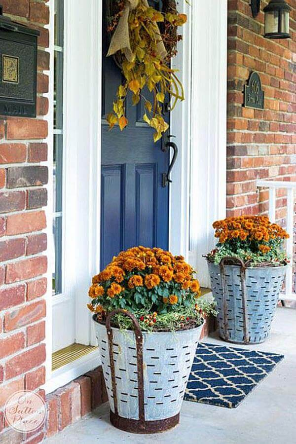Best front door flower pot arrangements for you that are inexpensive and simple to do.