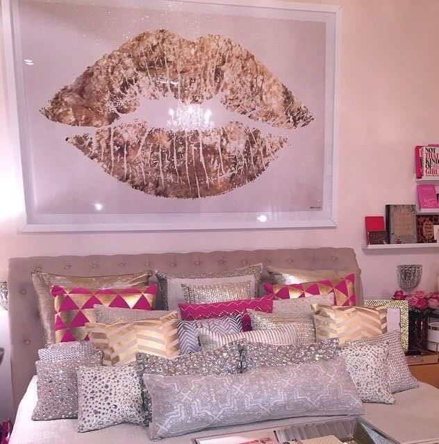 Beautiful teenage girl room ideas that will make your room look professionally designed for you that are cheap and simple to do.