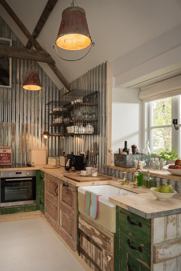 Country Kitchens Design: Cozy and Chic farmhouse kitchen cabinet ideas that fuse two styles perfectly to amp up your kitchen's country style.