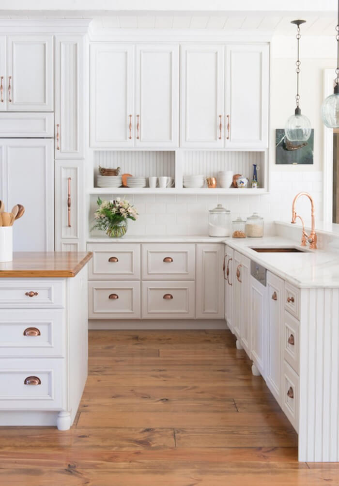 Get our best ideas for designing an elegant rustic farmhouse kitchen cabinets that fuse two styles perfectly to amp up your kitchen's country style.