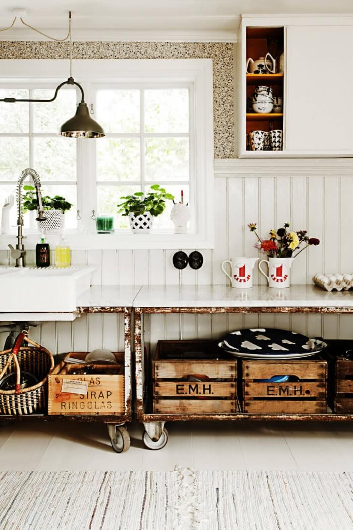 Farmhouse-Style Kitchen: Gorgeous modern farmhouse kitchen dark cabinets for the rustic kitchen of your dreams to get inspired now. On a budget!