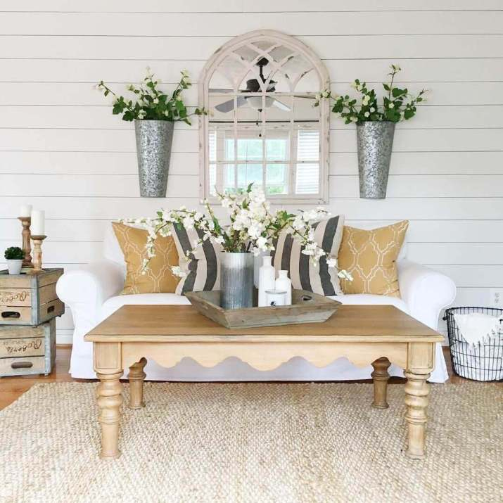 {Rustic Decor Inspiration} A Warm and Cozy old farmhouse interior that will add personality to your room for Country Home Decorating. We Show You How to Get It!