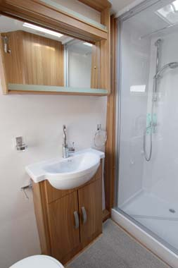 Lunar Quasar 564 Caravan Shower room
